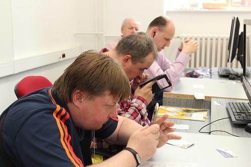 Účastníci workshopu KNFB Reader – jak na čtení tištěných textů s ozvučeným chytrým mobilem