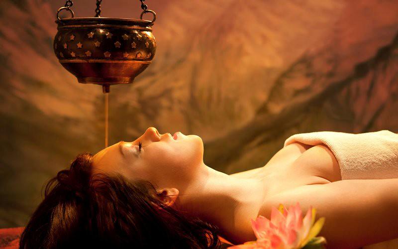 Benefits Of Shirodhara Ayurvedic Treatment (Shirodhara Oil ...