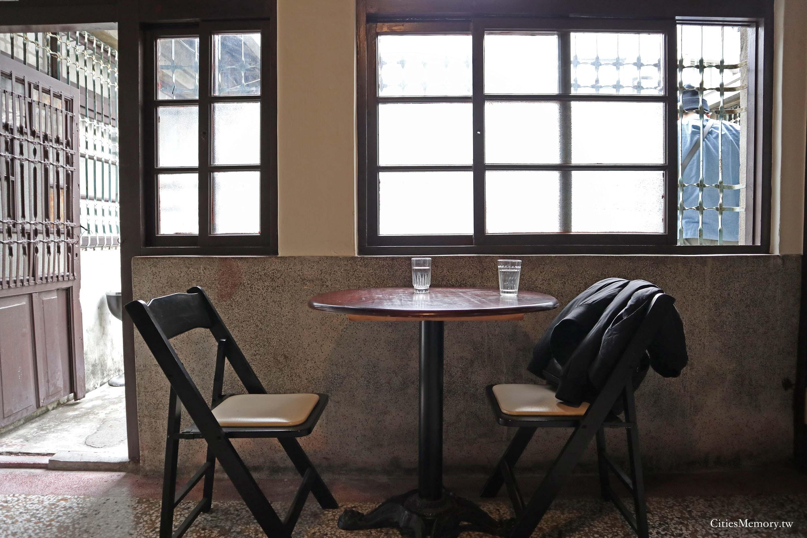 書店喫茶店內10