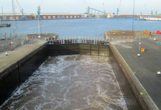 Hull sea lock 4