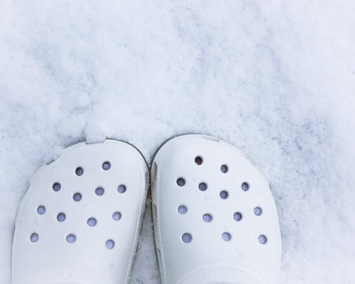 valkoiset crocs lumi
