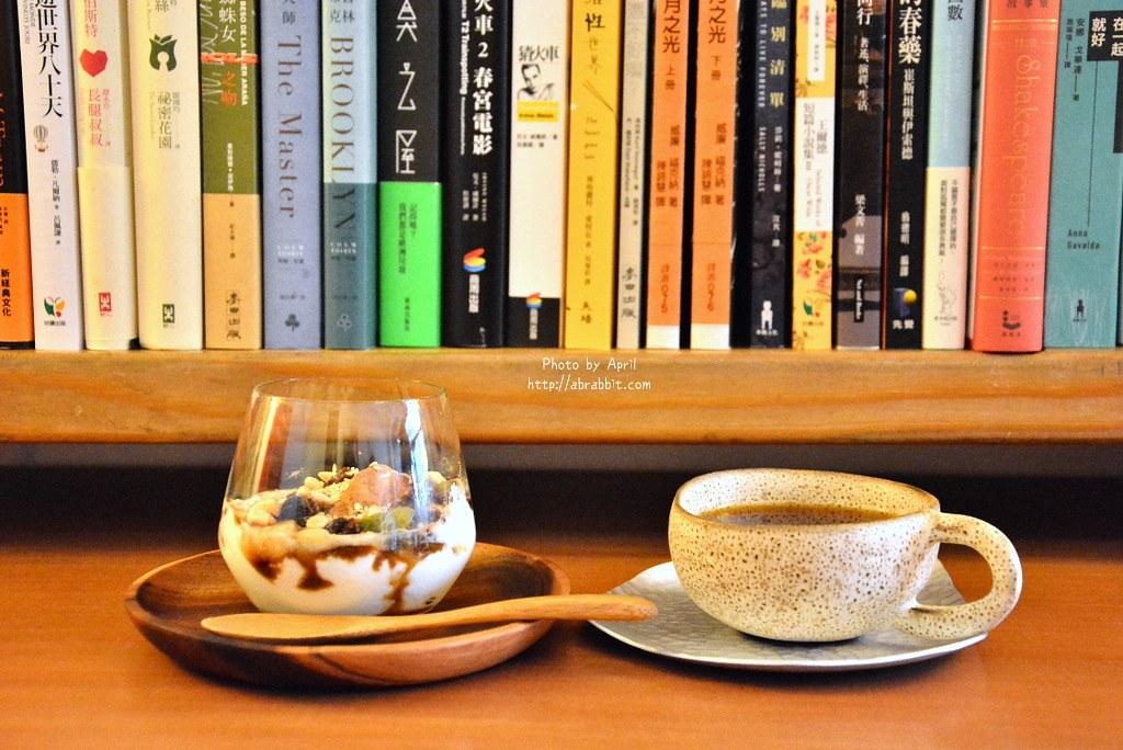 台中書店|一本書店–台中獨立書店,來本書和咖啡,文青一下!近台中火車站@復興路 東區