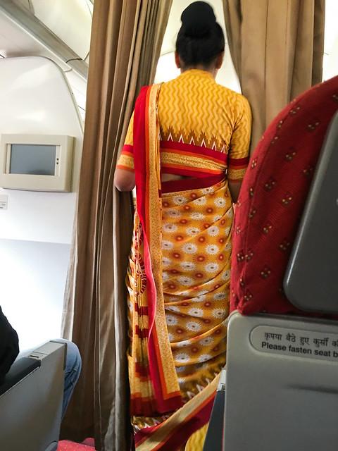 Very nice Sari costume of Air India Delhi, India エア・インディア乗務員の素敵なサリー制服