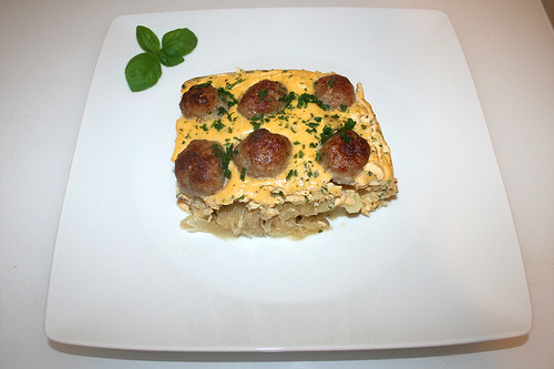 37 - Meatballs on sauerkraut - Served / Bratwurstbällchen auf Sauerkraut - Serviert