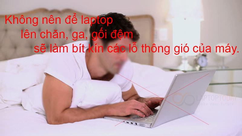 không nên để laptop trên giường khi sử dụng