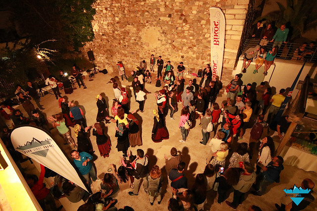 Κέφι με παραδοσιακούς νησιώτικους ρυθμούς και χορό στο pasta party της διοργάνωσης!