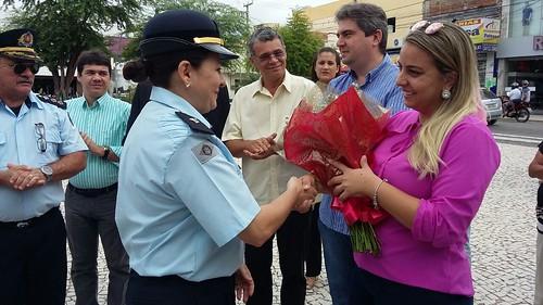 PM'S entregam flores para as mães de Quixadá