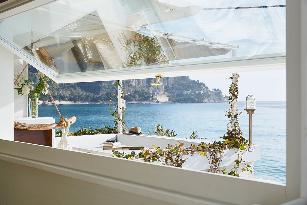 Nautical interior design of a Mediterranean cabin by Emil Humbert and Christophe Poyet Sundeno_04