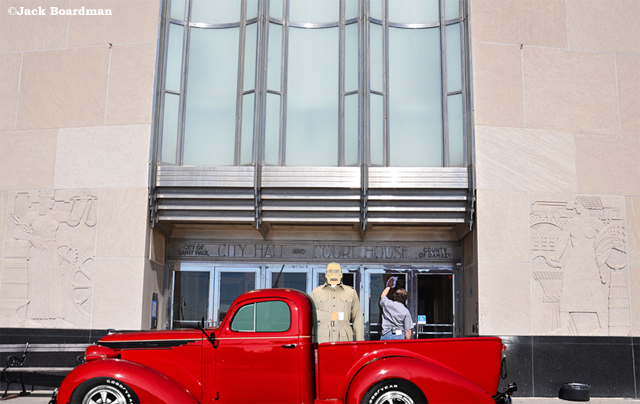 Read's truck was outside the Courthouse ©Jack Boardman