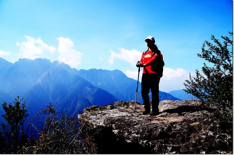 玉山登山步道(後為小南山、南玉山)