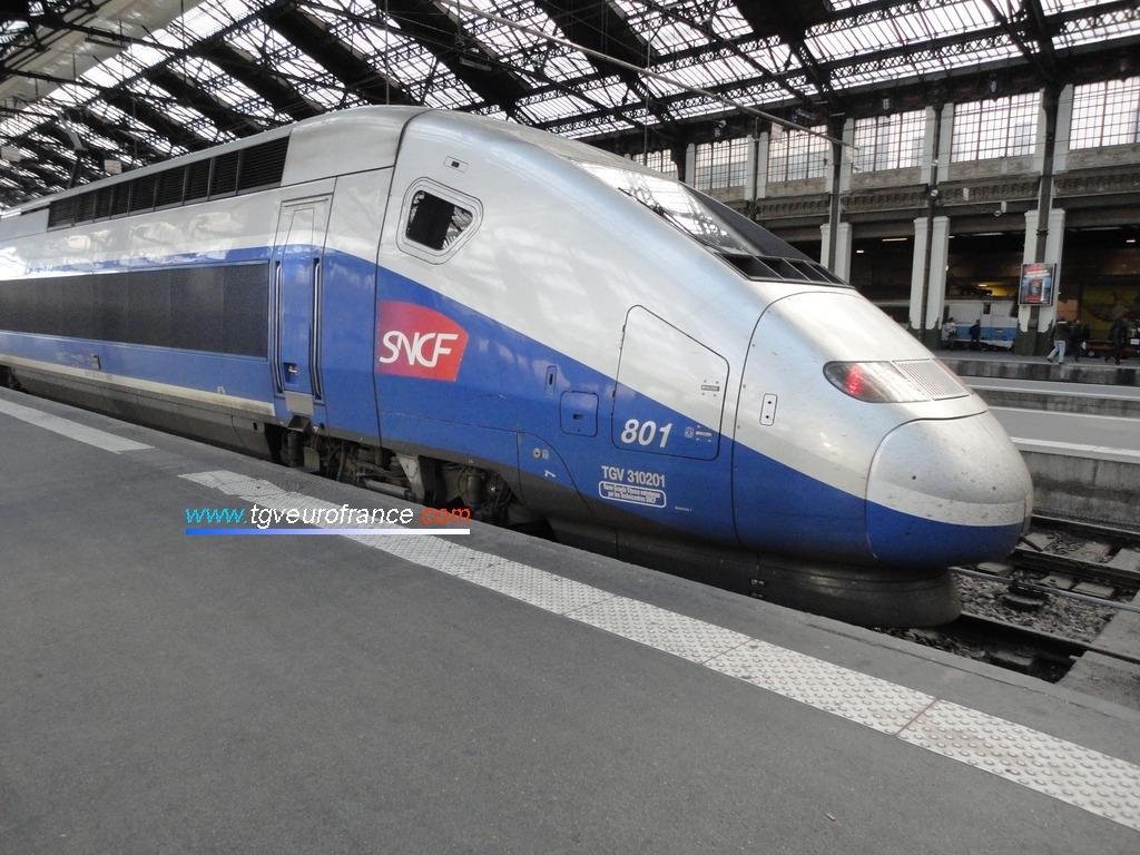 Un TGV Euroduplex Alstom (rame 801 SNCF) à Paris-Gare de Lyon le 15 octobre 2016
