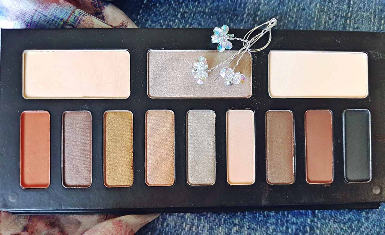 A Beauty Blogger's Weekend Makeup Haul: This is another great palette from Kat Von D. This is more of a neutral palette, perfect for creating natural looks or a more subtle smoky eye. As with the Chrysalis palette, the shadows are lovely and soft, super intense in colour and easily blendable. Here are the swatches.