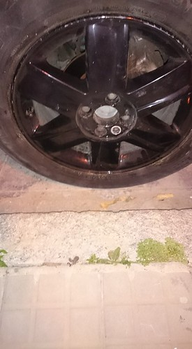 AionSur 34569923162_c02a2b1839_d Un vecino de Arahal, a punto de tener un accidente porque alguien aflojó la rueda de su coche Arahal Provincia