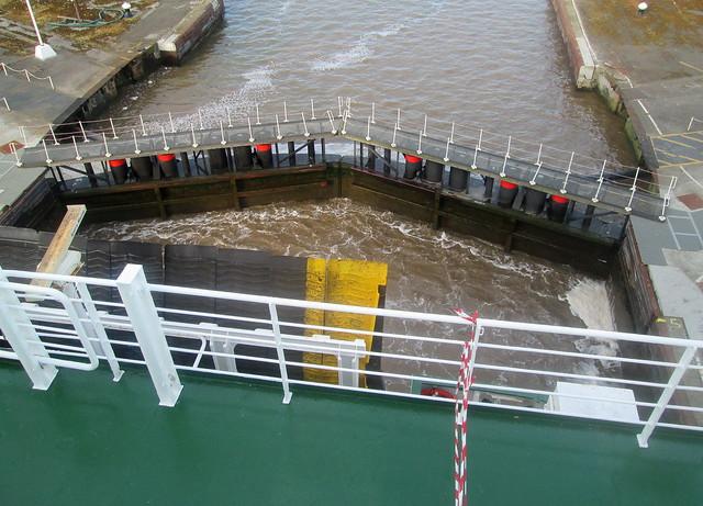 Hull sea lock 2