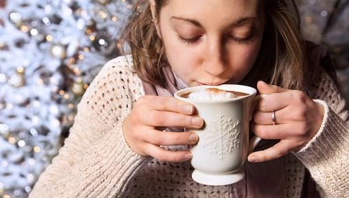 Manfaat Minum Coklat Panas Sebelum Tidur