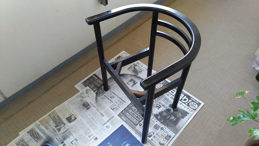 塗装した椅子のフレーム