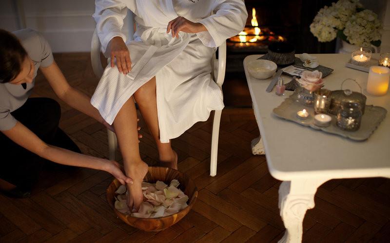 How To Massage Feet Reflexology The Padabhyanga Ayurvedic Foot Massage