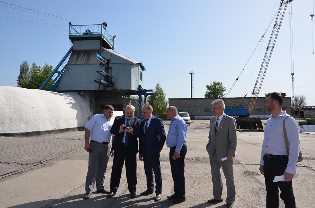 Делегация по достоинству оценила чистоту технологического процесса по работе поверхностного опрокида горной массы в грузовые машины на Сташкова - самой обводненной шахте Украины