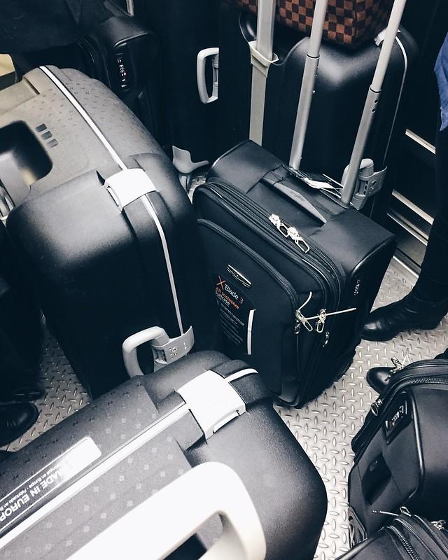 SuitcasesBags, matkalaukut, musta, black, carry on bag, suitcases, bag, bags, travel, matkustaa,