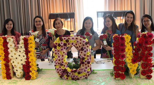 Mother's Day 2017 | The ladies of the press with their Mom's Day flowers - Blissful MOMents Only For The Best Mom at Seda Abreeza