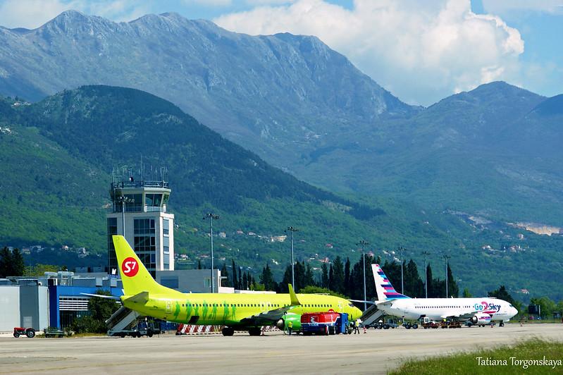 Самолеты в аэропорту Тивата