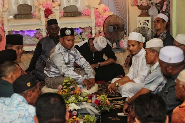 pengantin lelaki menanti majlis akad nikah dengan penuh debaran