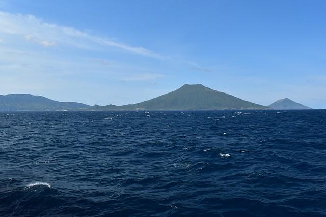 船(橘丸)から見る八丈島