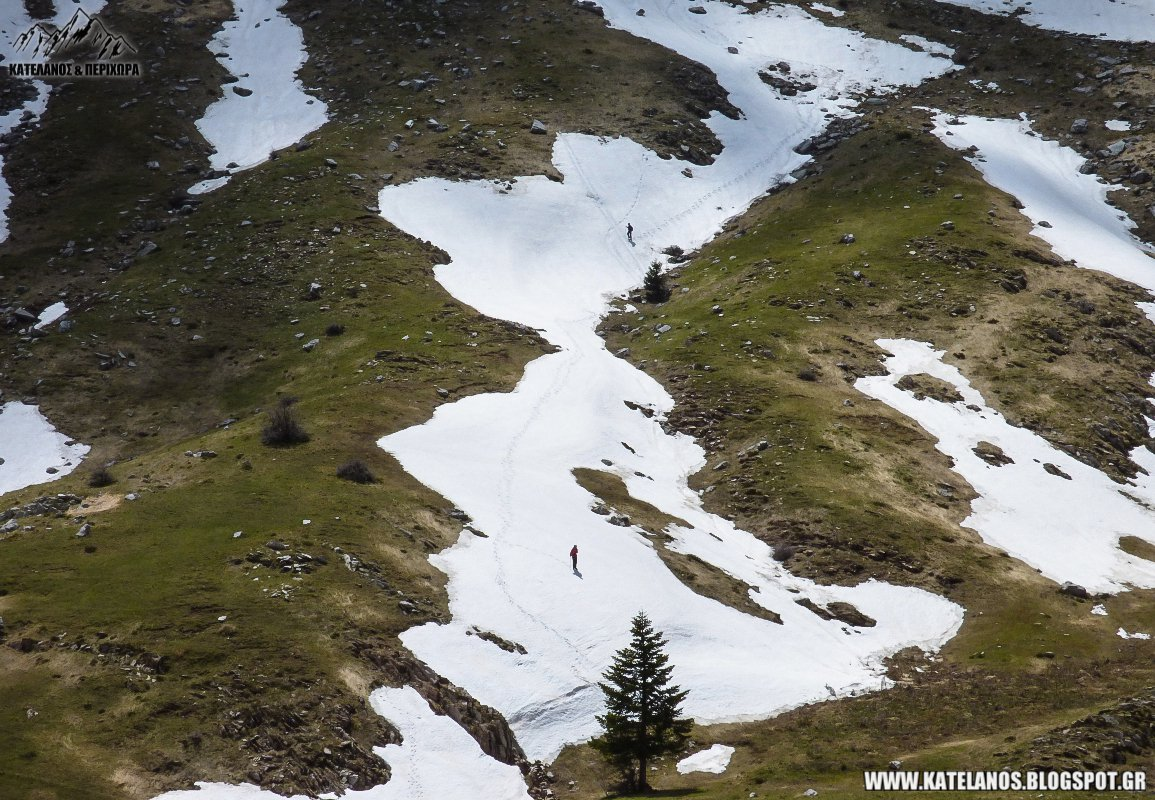 καταβαση απο τον κατελανο παναιτωλικου ορους χιονουρες ανοιξη βουνο