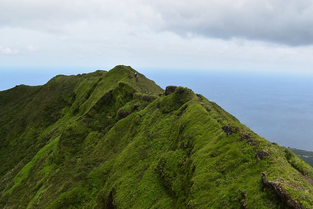 八丈富士の火口稜線