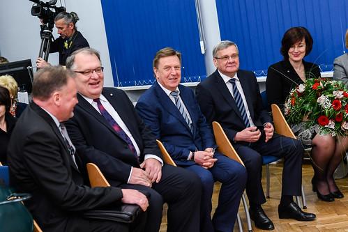 Ministru prezidents Māris Kučinskis pasniedz pateicības rakstus