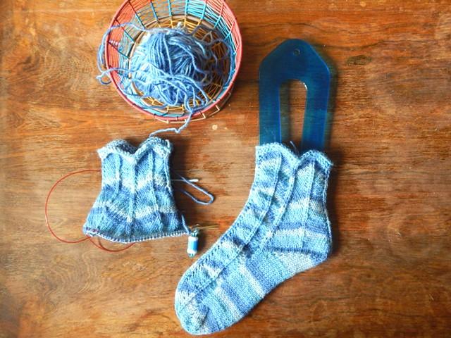 прибавки для пятки в полосатых шевронных носках | sock heel - increases
