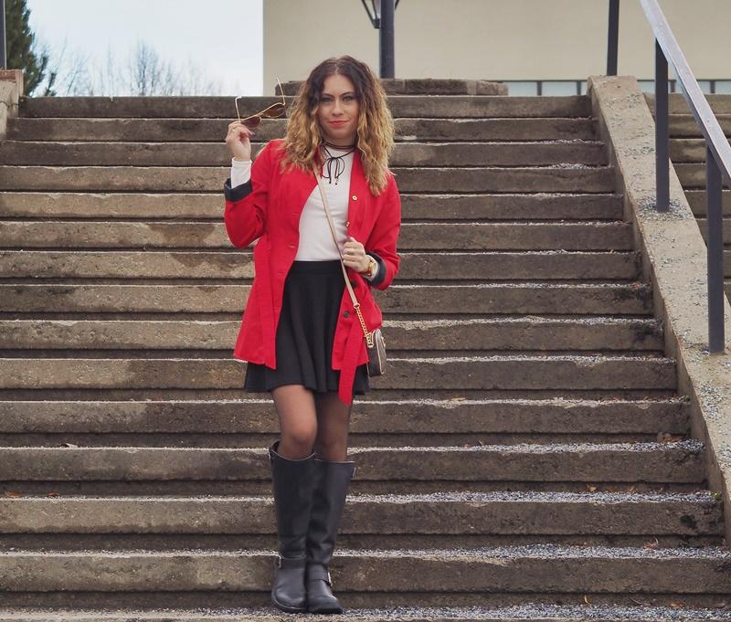 vapputori-asukokonaisuus-red-trench-coat