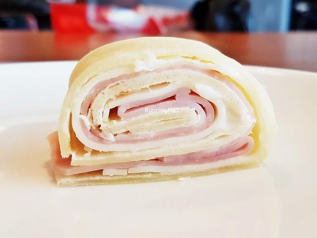 Piadina Con Formaggio Edamer E Prosciutto Cotto / Flat Bread With Edam Cheese And Cured Ham