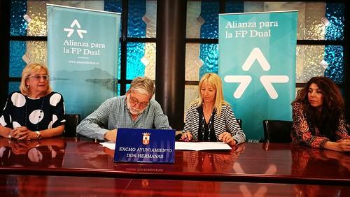 Firma de la adhesión del Ayuntamiento a la Alianza para la FP Dual