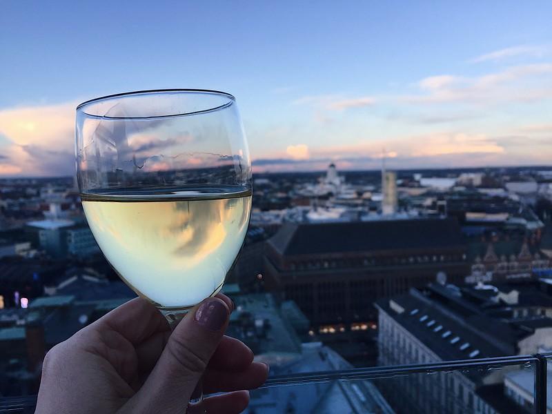 SunsetViewHelsinkiFinlandCity, torni, helsinki, finland, suomi, city view, rooftop, kattobaari, kattonäkymä, wine, champagne, viini, samppanja, skumppa, auringonlasku, sunset, sunset view, auringonlasku näkymä, hotel torni, ateljee bar torni helsinki,