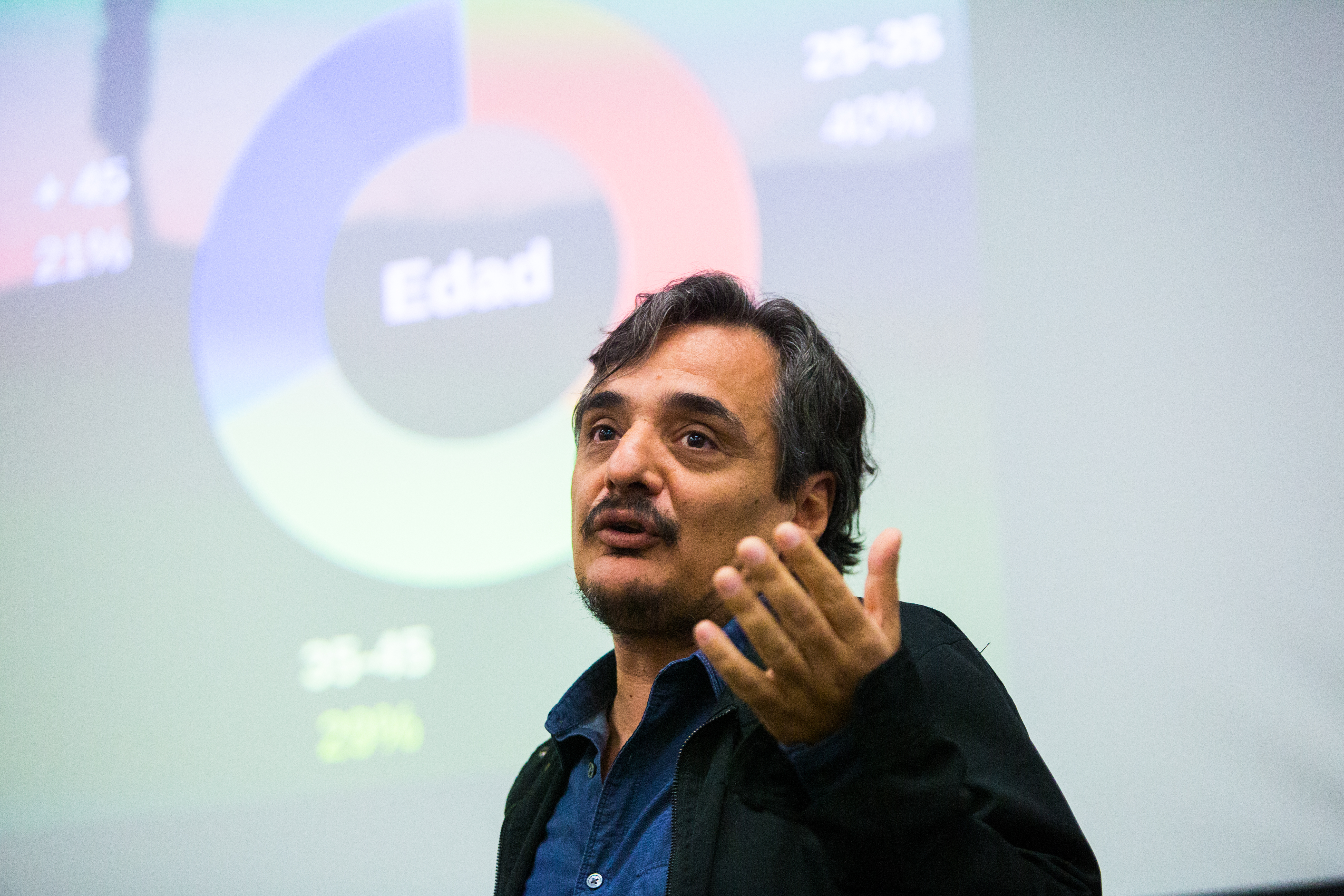 Juan Pablo Meneses, Knight Fellow de Stanford University, presentó los resultados del Censo de Periodistas Freelance en Español. (Mary Kang/Knight Center)