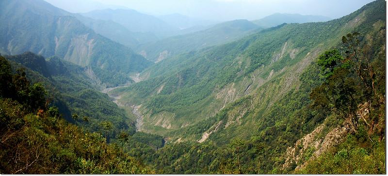 北大武山步道俯瞰瓦魯斯溪