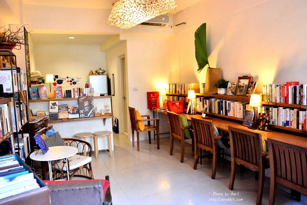 34262673700 dfa15c9663 b - 台中書店|一本書店--台中獨立書店,來本書和咖啡,文青一下!@復興路 東區