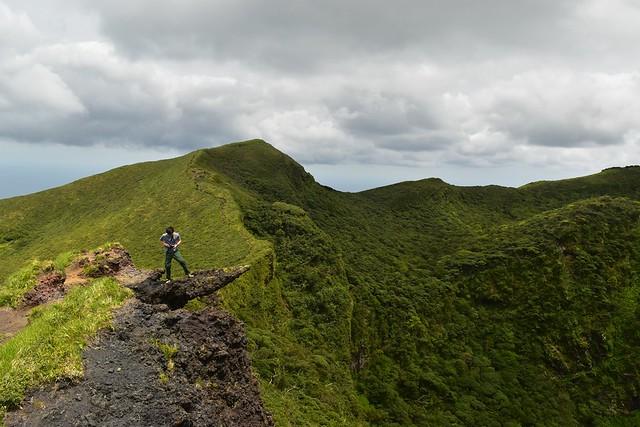 八丈富士登山・お鉢の岩場