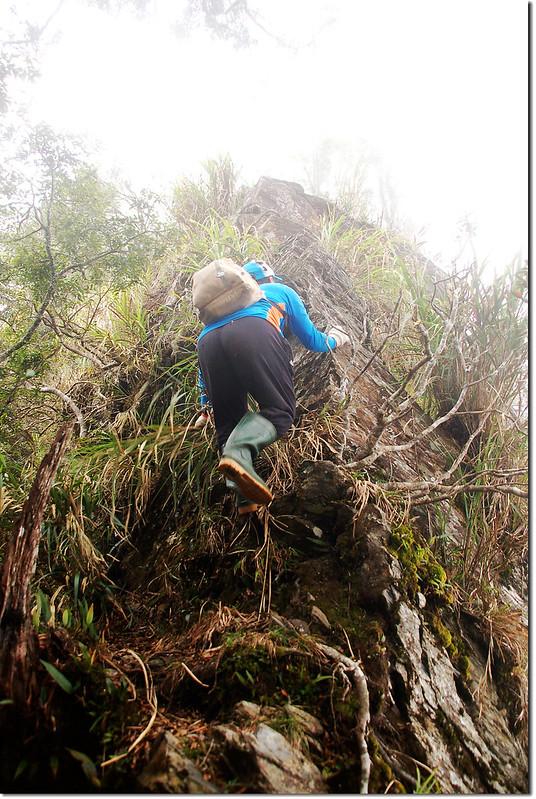 第二處峭壁下段垂降 (2)