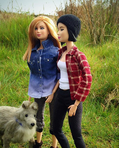 Out on a walk . #barbiecustom #barbie #barbiecollector #sixthscale #dollphotography #playscale #fashiondollphotography #dollstagram #instadoll #maxandjuno #dollsofinstagram #doll #gaydolls #gaybarbiedoll #dollswithtattoos #barbiewithtattoos