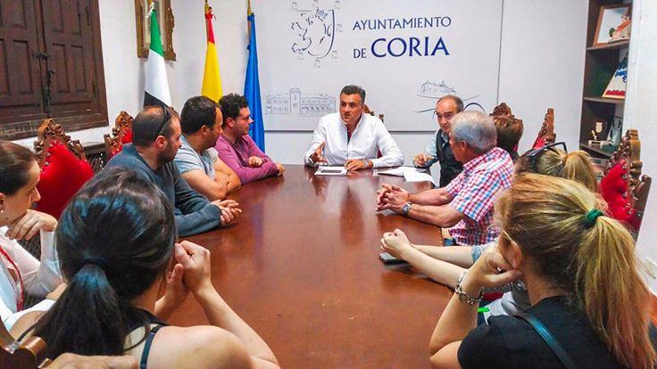 El Alcalde de Coria se reúne con el Presidente de CHT para buscar soluciones ante la problemática surgida con la concesión de licencias a los chiringuitos de verano