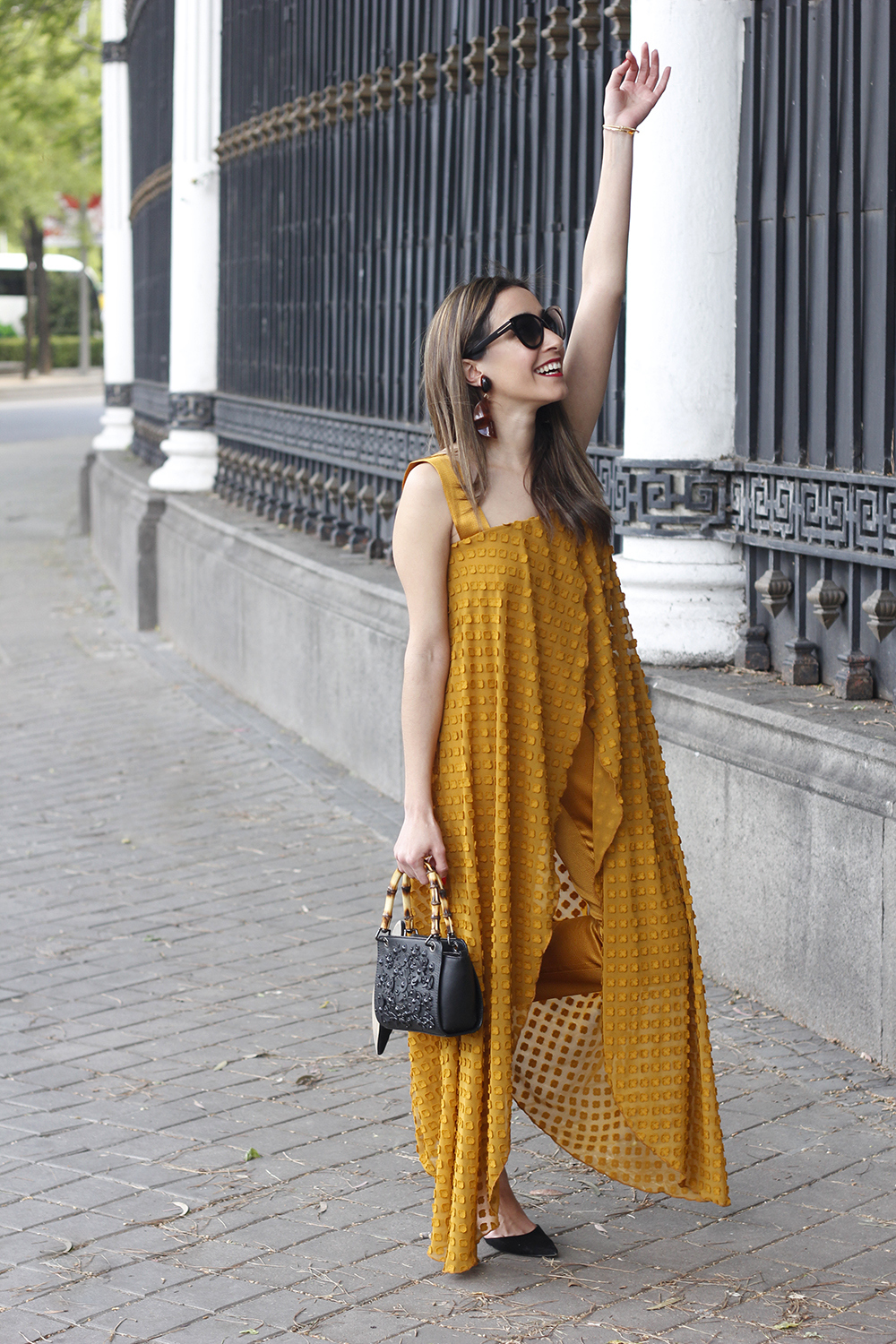 mustard jumpsuit black flats uterqüe bag tom ford sunnies spring fashion style outfit 09