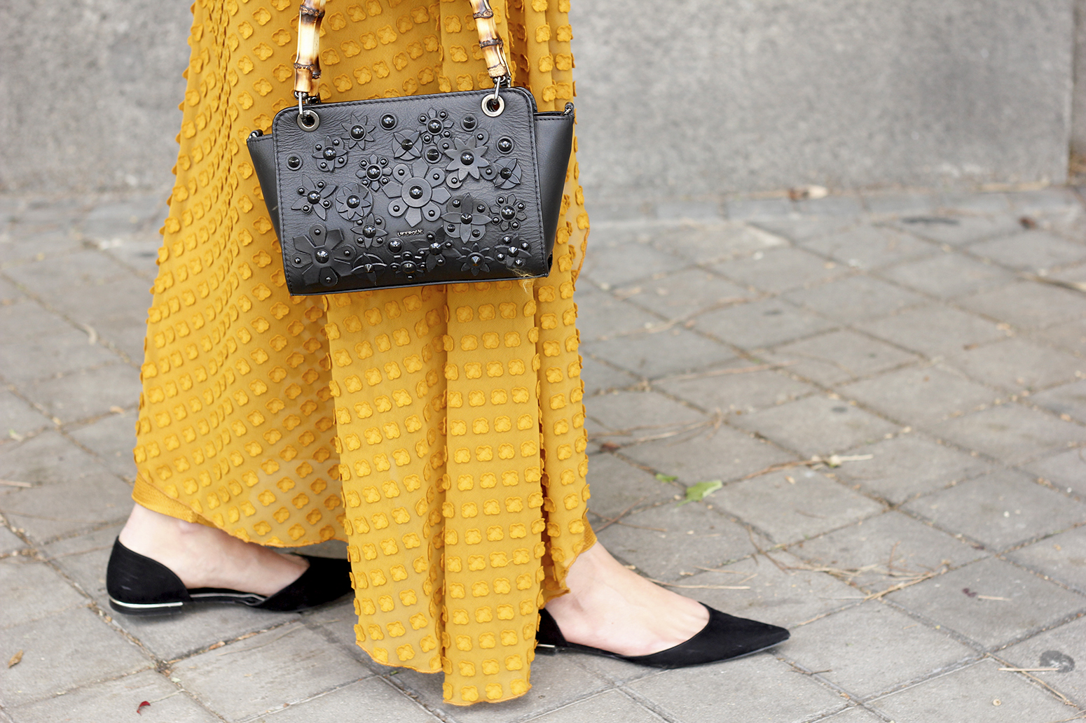 mustard jumpsuit black flats uterqüe bag tom ford sunnies spring fashion style outfit 02
