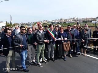 L'assessore Quaranta e il sindaco all'inaugurazione della rotonda