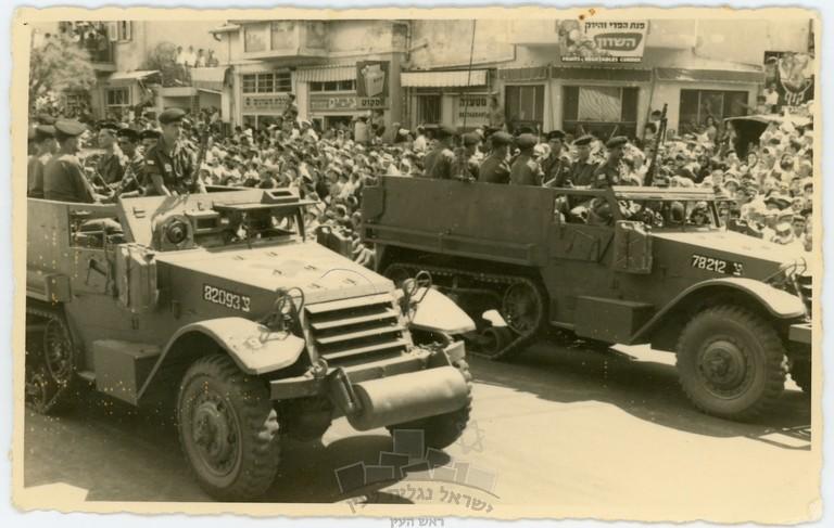 M3-halftrack-parade-1957-ybz-1s