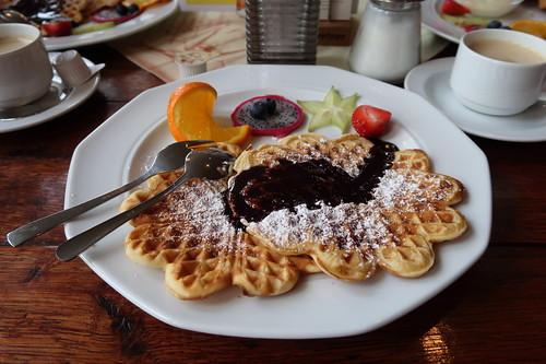 Waffeln mit Schokoladensoße (in der Gaststätte Zille in Herne)
