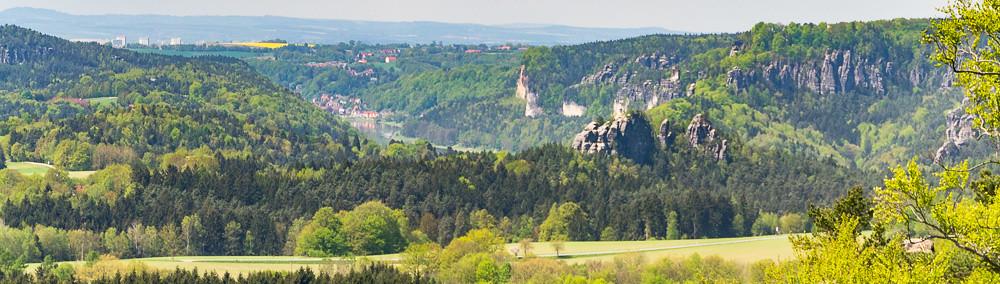 Brandaussicht: Bastei über dem Elbtal