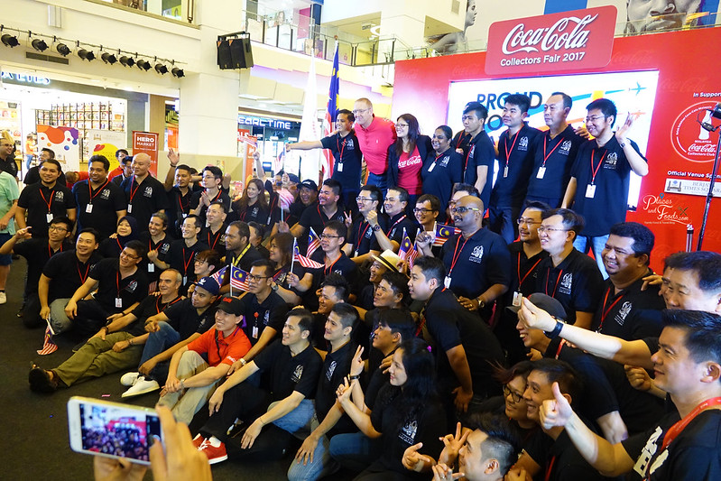 coca cola collectors fair 2017 group photo