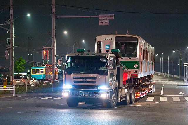東京メトロ6021号車 箱根登山鉄道110号陸送